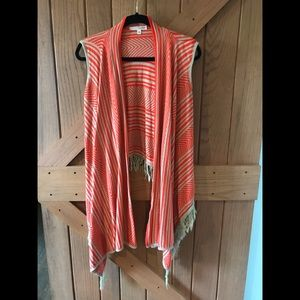 Cute sleeveless drape front cardigan medium ❤️